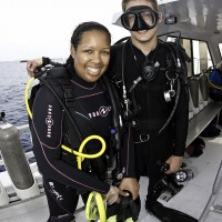 Team Blue leader Aja Clarke with PADI Instructor Tim Linse ©Tanya G. Burnett