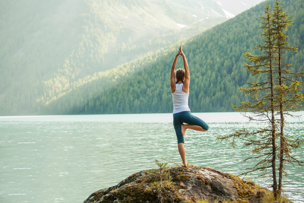 yoga-mountain-lake