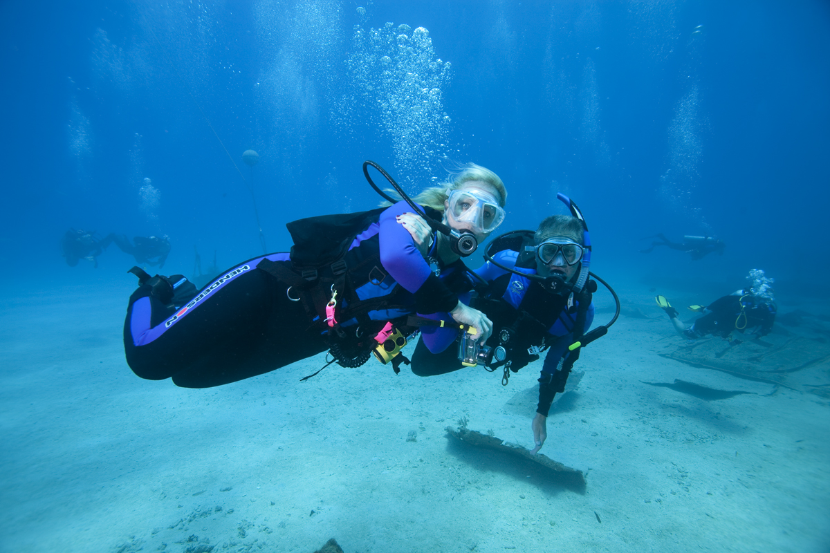 Scuba diving for leisure UW