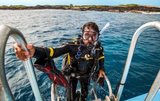 Hawaii - Diver - Scuba - Getting out of water - Boat Diver