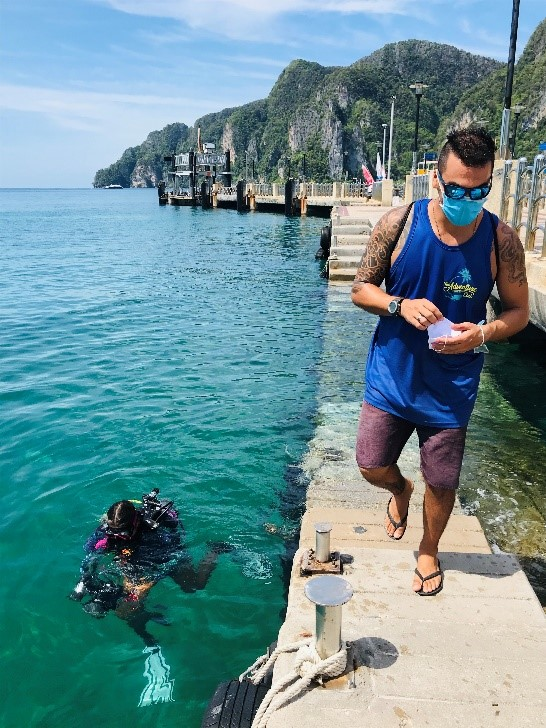 Phi Phi Islands - Clean up - PADI dive shops